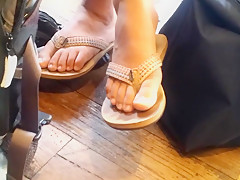 Chinese Tutor - Flipflops Candid