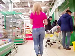 Sexy asses in the supermarket