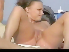 Beach girls, lots of pussy on show