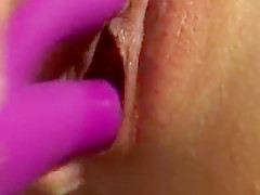 Lonely wife makes herself cum