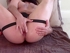 Toying my sweet hole and cumming