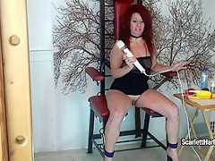 Scarlett Harlott toys her wide cunt with her white vibrator for orgasm